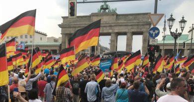 """Über 8.000 Teilnehmer demonstrierten in Berlin für die """"Zukunft Deutschland"""""""
