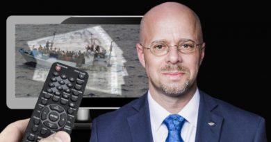 ZDF-Moderator Böhmermann bettelt für kriminelle Flüchtlingsindustrie