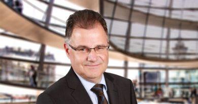 Staatsfeinde sind auf Einladung von CDU, SPD und FDP im Bundestag willkommen