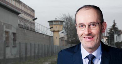 Stiftungsrat stürzt Gedenkstätte Hohenschönhausen in schwere Krise