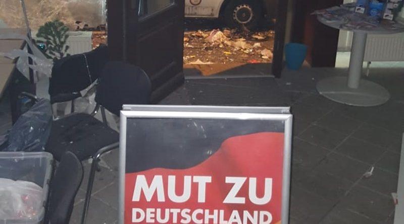 Schwere Explosion vor AfD-Büro in Döbeln