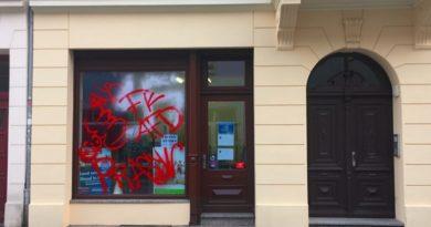 Auf das AfD-Bürgerbüro in Cottbus wurde am 28.2. ein Farbanschlag verübt