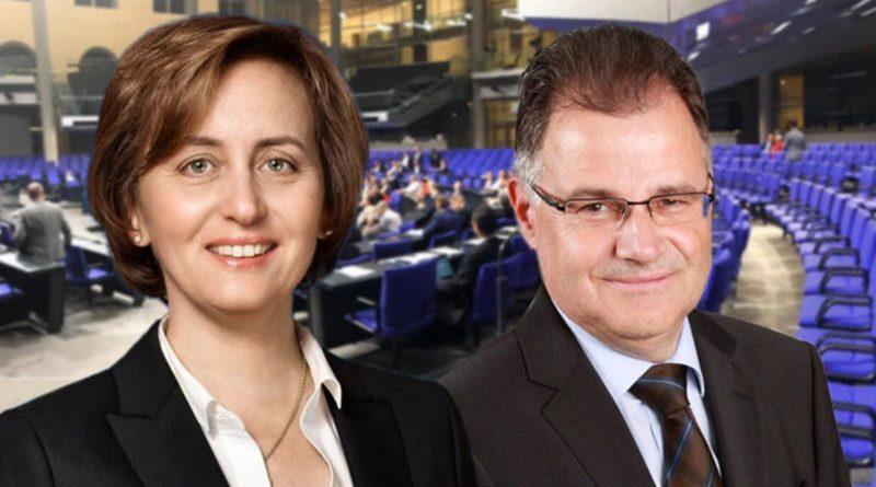 Bundestagsvizepräsidentin Claudia Roth (GRÜNE) beugt das Recht