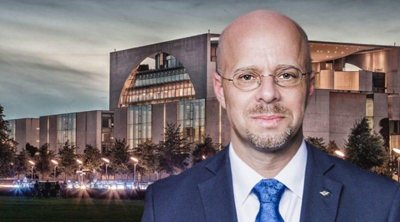 Eintags-Ministerpräsident Kemmerich geht vor Politbüro-Befehl in die Knie