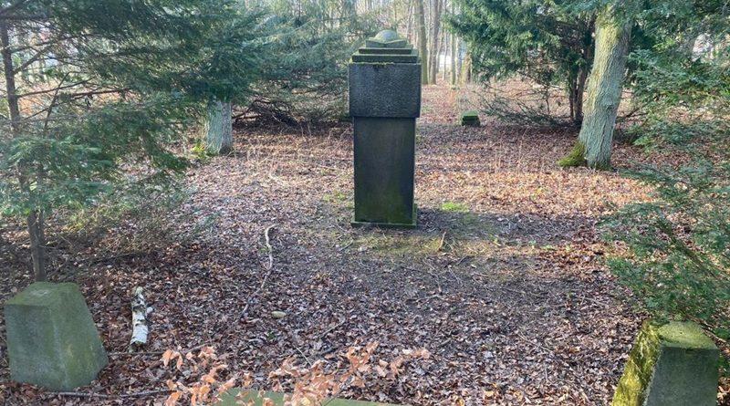 Kriegerdenkmal am Fuße des Schlechteberg