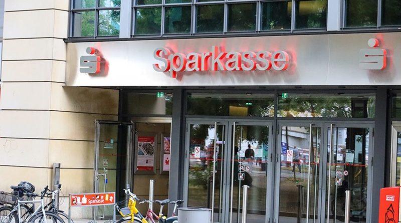 Kahlschlag bei den Sparkassen, aber Chefs verdienen 700.000 Euro
